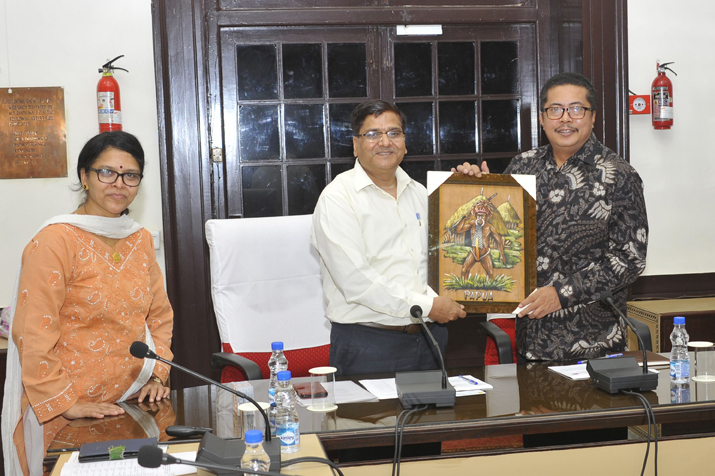 Dr. Hermanto, Senior Researcher (Indonesia) presenting their traditional painting to Dr. J.P. Sharma,JD(E),  IARI-ICAR, Pusa, New Delhi