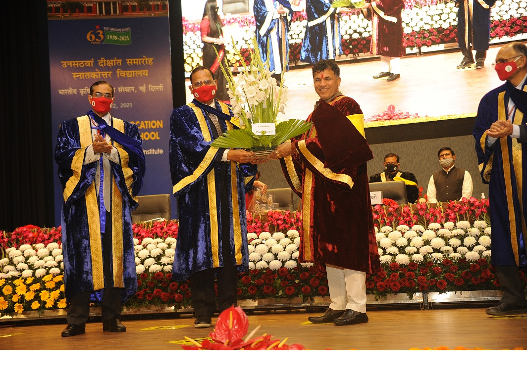 Hon'ble MoS Agriculture & Farmers Welfare releasing improved varieties during 59th Convocation