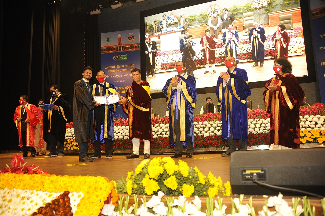 IARI student receiving degree from Hon'ble MoS, Agriculture & farmers Wekfare during 59th Convocation