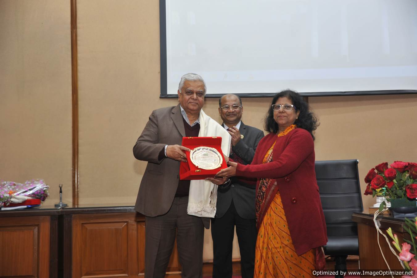 Dr. Rashmi Agrawal, Dean & Joint Director (Edu) presenting a momento to Dr. C. D. Mayee, Former Chairman, ASRB during 57th IARI convocation week on 05.02.19