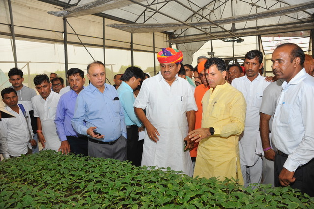 Honourable MoS Agriculture & Farmers Welfare, MPs and farmers of Rajasthan visiting CPCT on 13.07.2019