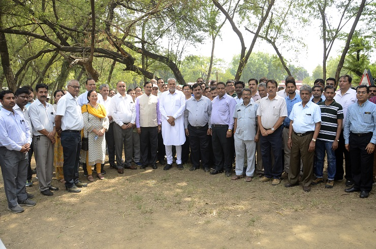 Hon'ble MoS Agriculture and Farmers Welfare with Secretary (DARE) & DG (ICAR), Director, Joint Directors, HoDs and Scientists at IARI on World Environment Day